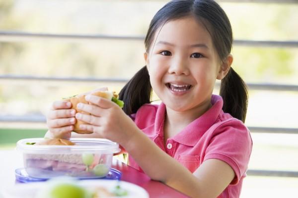 7 variante de mic dejun sanatos si delicios pentru copii