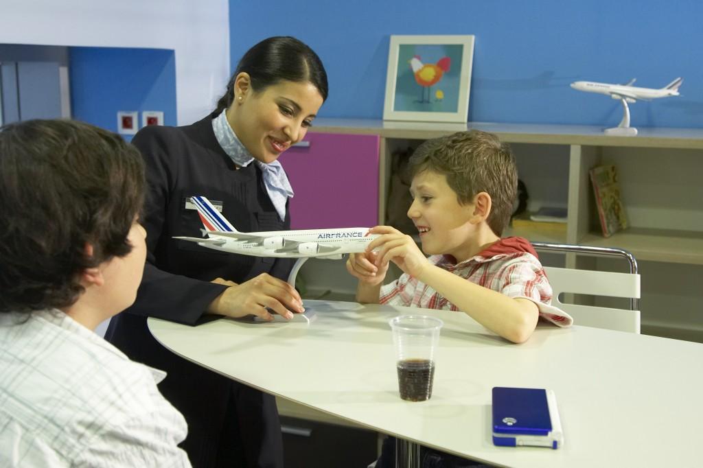 Copiii pot călători singuri cu avionul