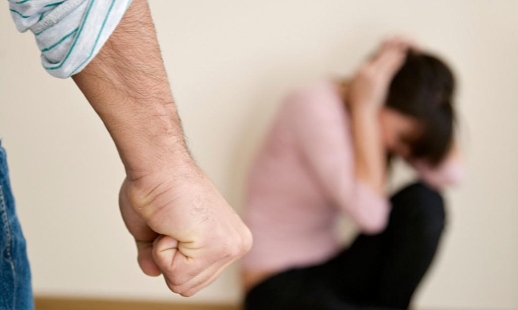 De ce femeile maltratate se întorc la agresorii lor