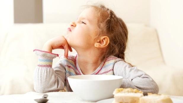Cum îi facem pe copiii mofturoși să mănânce sănătos? www.elacraciun.ro