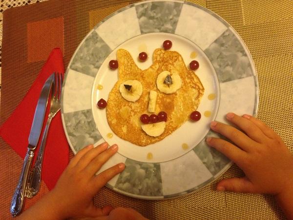Ce trebuie să mănânce copiii la micul dejun?
