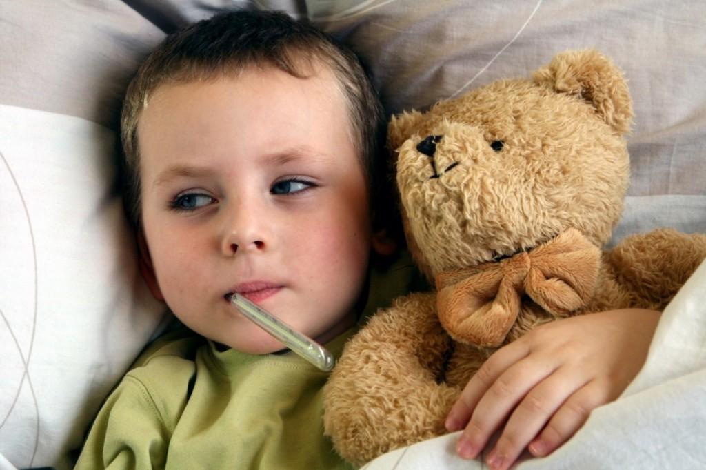 Cum tratăm corect răcelile și virozele copilului