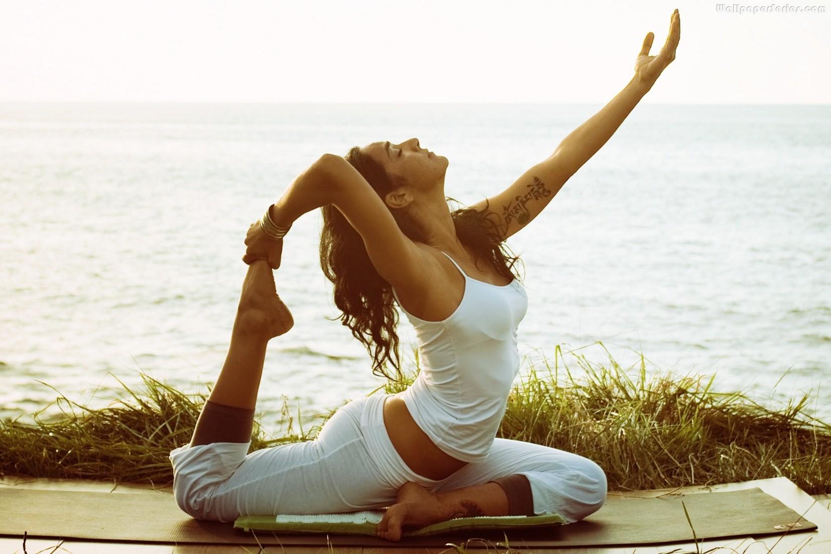 Girl-Performing-Morning-Yoga-Wallpaper