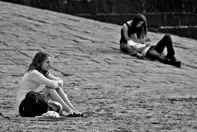 Frica de singurătate: costuri mari, beneficii puține