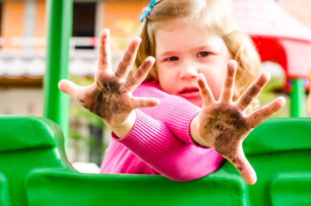 """3 simptome care trădează """"boala mâinilor murdare"""""""