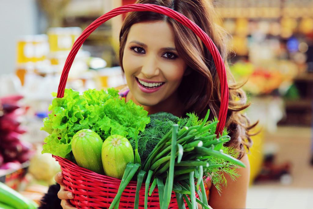 Iată câteva lucruri pe care nu le știai despre legume: TOPUL VERDEȚURILOR POTENȚIAL NOCIVE