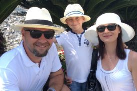 Povestea familiei care și-a părăsit țara pentru a-și salva copilul
