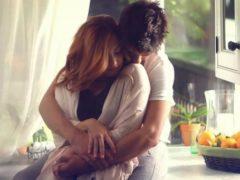 Ce lucru incredibil se întâmplă atunci când un bărbat îmbrățișează o femeie?
