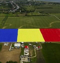 Cum s-a văzut de aproape cel mai mare drapel din lume. Bravo, Antena 3!