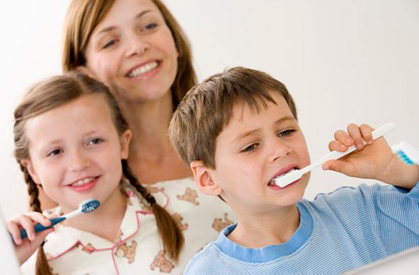 Sfaturi utile pentru  igiena orală a copiilor - www.elacraciun.ro