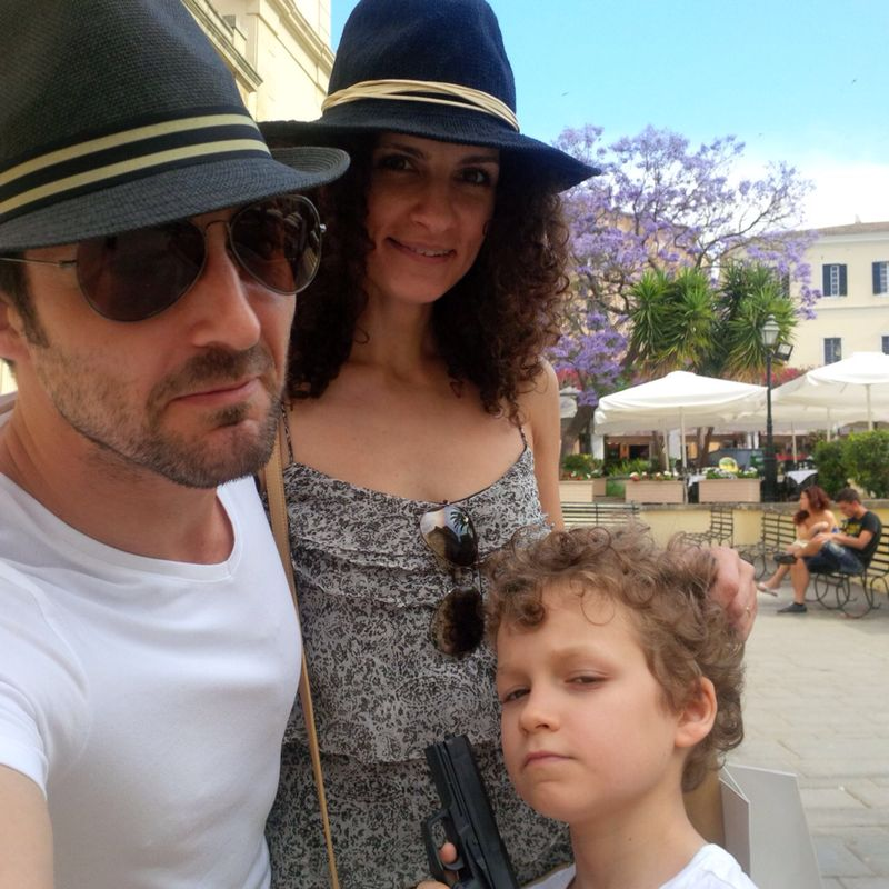 Andrei Aradits cu familia in Corfu