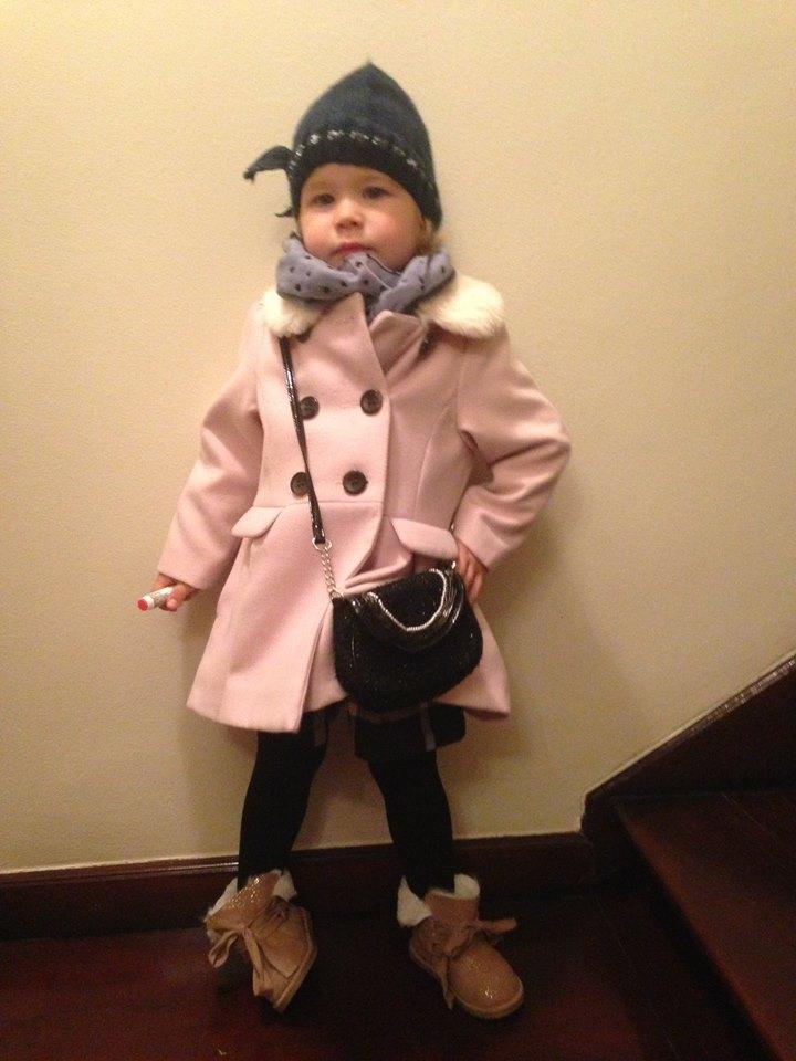 Felul în care ne îmbrăcăm copiii spune multe despre noi - Ela Craciun