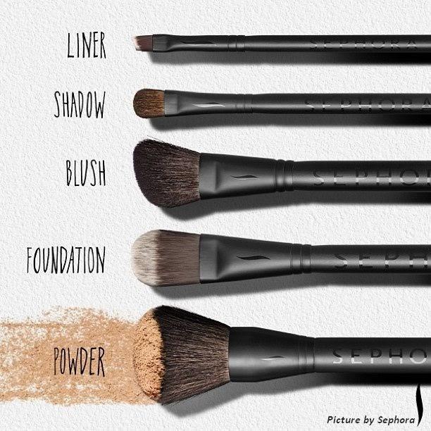 5 basic make up brushes