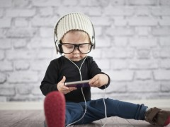 Copiii şi gadgeturile: când tragem semnalul de alarmă?