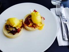 Ouă, bacon, pâine = mic-dejun de luni