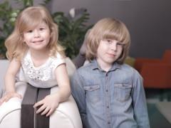 Când cel mic învaţă de la fratele mai mare: Alesia zice că e fericită că Alex o învaţă tot ce ştie el