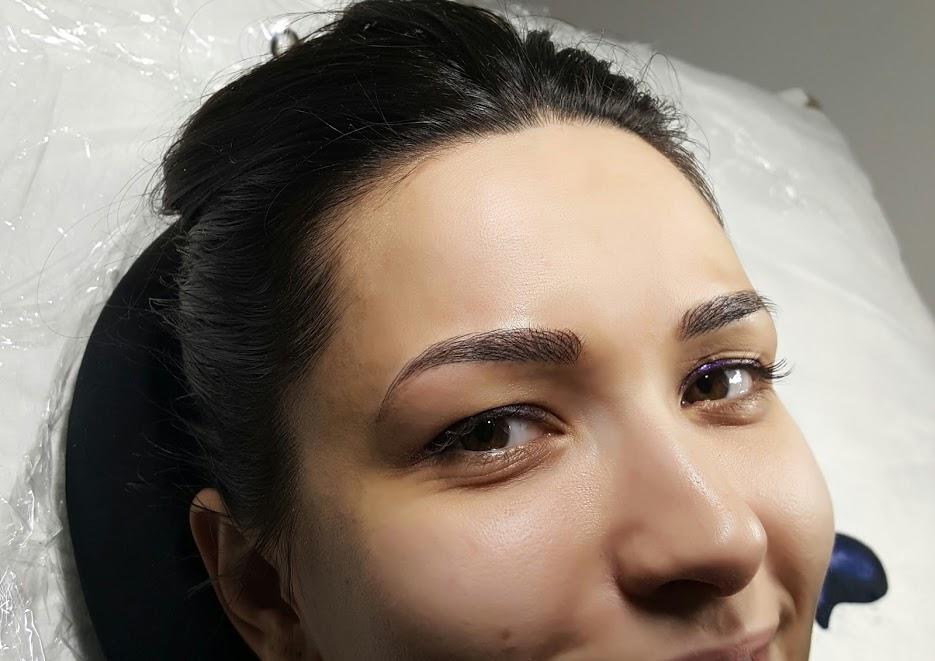 Trucul de la make-up artiști care TE ÎNTINEREȘTE, ÎȚI LUMINEAZĂ CHIPUL ȘI ÎȚI OFERĂ ÎNCREDERE ÎN TINE!