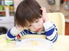 Dăm sau nu copiilor carne de pui din comerţ?