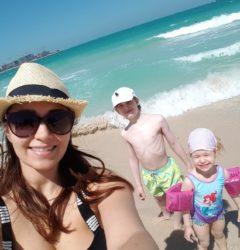 4 reguli pe care să le respecti cu sfințenie când mergi cu copiii la plajă