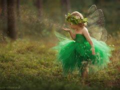 10 imagini care spun povești: o mămică a creat cele mai frumoase ținute pentru fetița ta
