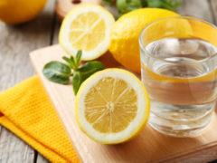 Top 10 beneficii pentru sănătate dacă bei apă cu lămâie