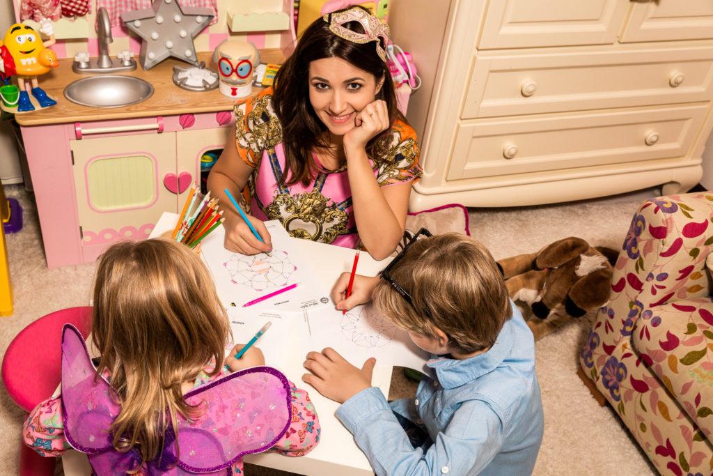 10 motive pentru care trebuie să încurajezi copiii să deseneze mandale