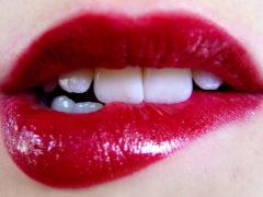 5 trucuri care îți fac BUZELE să pară mai MARI