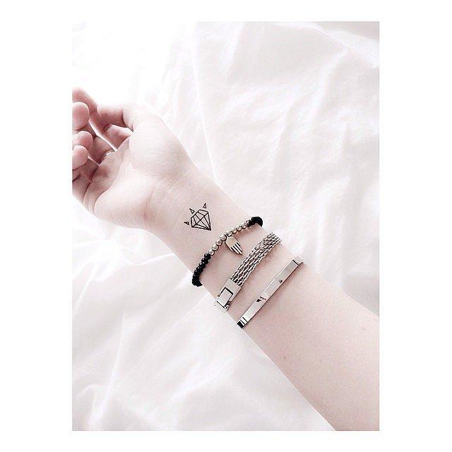 Tatuaje fete - Un diamant drăguț